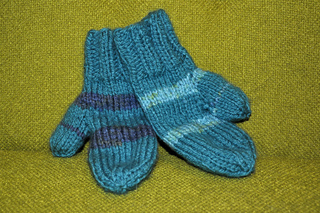Blue_stripe_mittens_2_small2