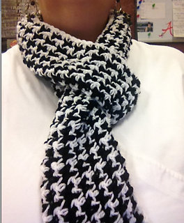Houndstooth_black_white_scarf_small2