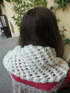 Aria_cowl_cream-marina1_small2