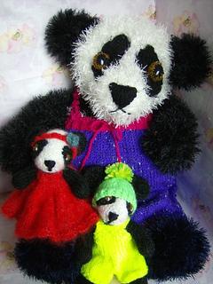 Panda_dad_and_bbys_small2