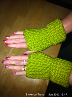 Light_green_gloves_1_small2
