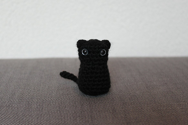 http://www.ravelry.com/projects/misshendrie/witchs-cat-amigurumi