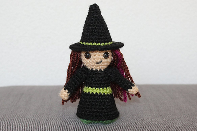 http://www.ravelry.com/projects/misshendrie/witch-and-wizard-mini-amigurumi