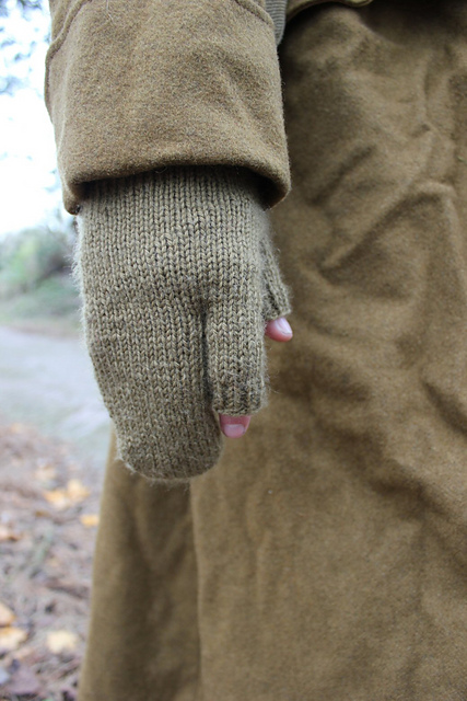 http://www.ravelry.com/projects/misshendrie/riflemens-gloves
