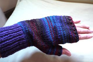 Fingerless-gloves2_small2