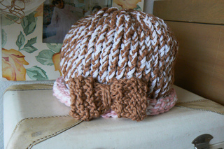Bow_on_a_cloche1_small2