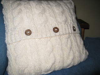 Cable_twist_pillow_small2