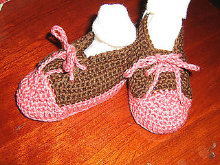 Sophie_and_crocheted_sneakers_009_medium_medium_small2