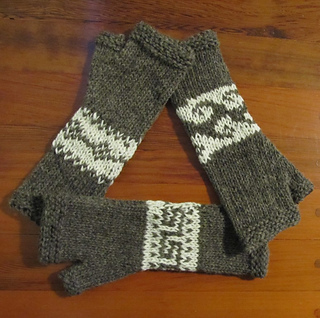 Cowichan_style_arm_warmers_dec_2015_small2