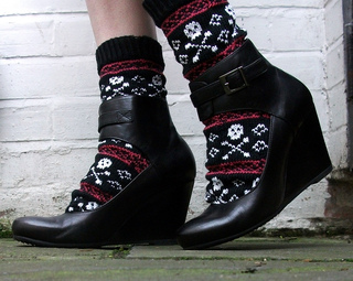 Northwest_is_best_stitch_n_bitch_skull_socks_2_small2