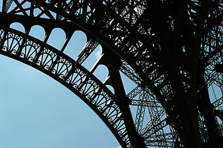 Freefoto_eiffel_medium_small2