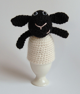 Lamb_egg_cosy_front_1b_small2