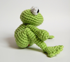 Frog_side_legs_pinned_small