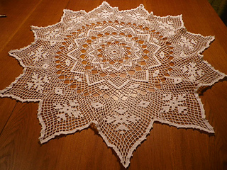 Centerpiece_in_netted_crochet_small2