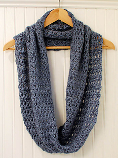 Crochet_infinity_scarf_pattern__1_of_5__small2