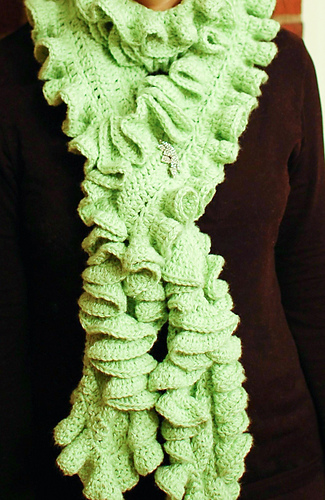 Ruffle_scarf_12-3-6_medium