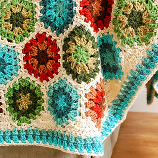 Square_-_granny_hexagon_afghan_border__3_of_5__small2