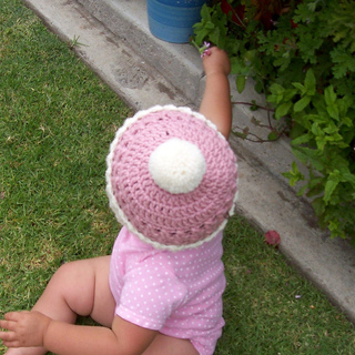 Cupcake_hat_taylor_002_resized_smaller_small2