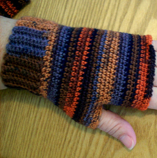 Fingerless_gloves_001__from_pam_s_laptop__small2