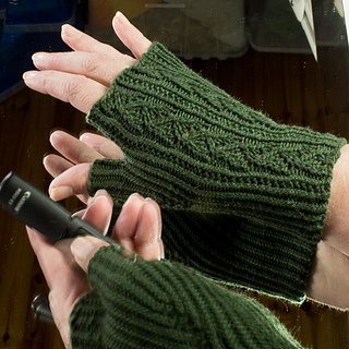 Rosa_mitts__2_of_2__small2