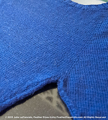 Blue-drop-sleeve-raglan-detail-print_small