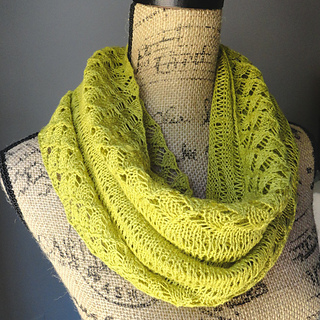 Spring_lace_infinity_scarf_small2