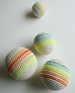 Crocheted-balls-600-17-1_small2
