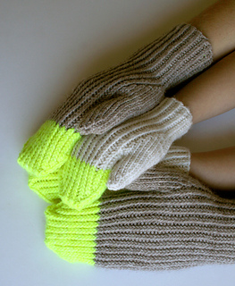 Paint-pail-mittens1-425_small2