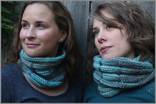 Squeezeboxcowl-border4_small2