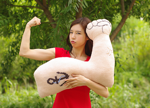 Strong arm cushion par Joo-young Yoon