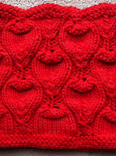 Emerald_ivy_cowl_pattern_close_up_small2