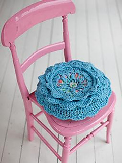 Crochet_20cushion_20255x340_small2