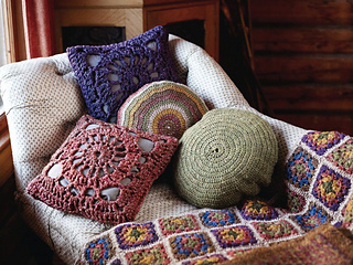 Plain_and_striped_circular_cushion_small2