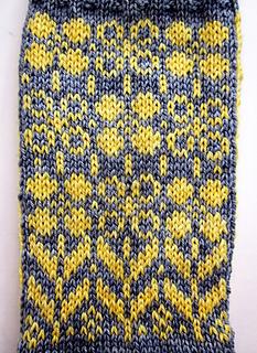 Daffodilly_socks2_small2