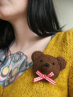 Bear_brooch_me_small2