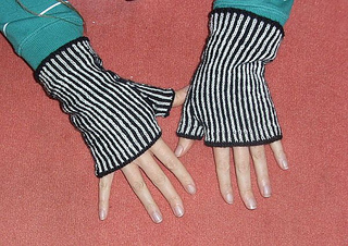 Zebra_mitts5_small2