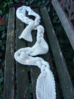 Braided_spread_on_bench_full_small2