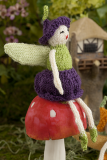 Fairy_on_mushroom_small2