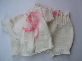 Baby_vest_and_bloomers_small2
