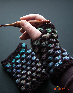 Moroccan-midnight-fingerless-mitts-web_small2