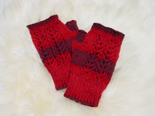 Touch_of_lace_mitts_in_serenity_hibiscus__2__small2