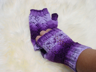 Blossoms_mitts_in_serenity_crocus_small2