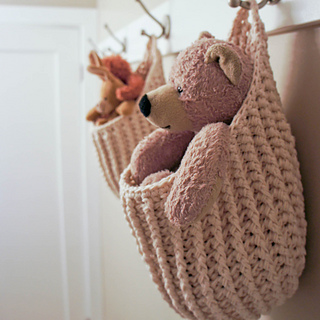 Hanging_storage_pouch_small2