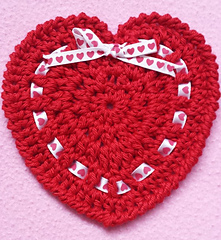 Heart_coaster_ribbon_red_heart_small