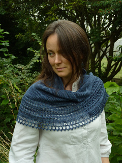 Blue_shawl_and_swinging_008_small2