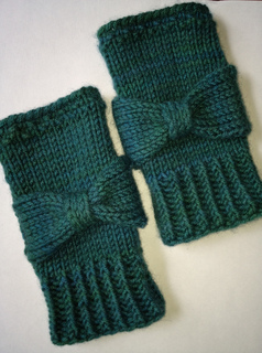 Audreygloves3_small2