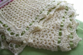 Ribbon_trim_blanket_small2