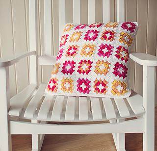 Grannysquare_pillow-finished1_small2