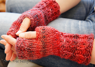 Sabine_gloves_edited-2_small2