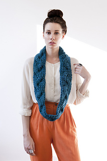 Aurora-reversible-braided-cowl-teal-gnd-04_small2